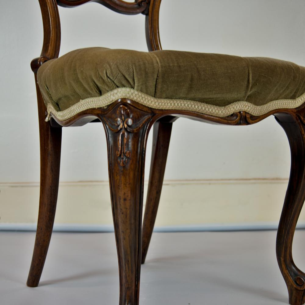 - Set Of 6 Walnut Victorian Dining Chairs - Antique Furniture